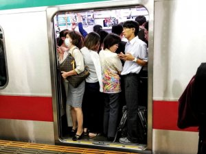 metropolitana tokyo ora punta